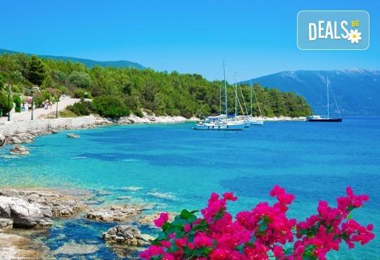 Мини почивка на остров Лефкада през май, септември или октомври! 3 нощувки със закуски или закуски и вечери, транспорт и водач от Далла Турс - Снимка 2