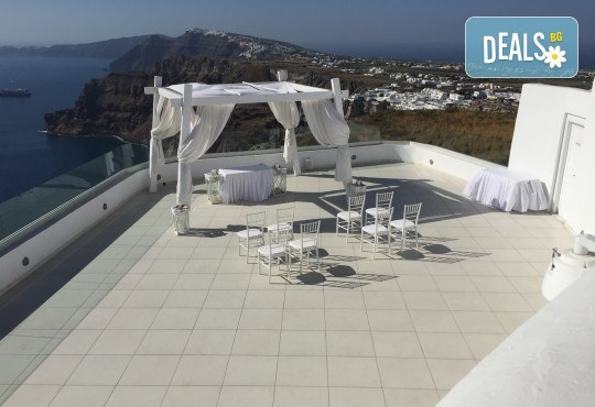 Посрещнете Великден на романтичния остров Санторини! 4 нощувки със закуски в хотел 3*, транспорт и водач от Данна Холидейз - Снимка 12