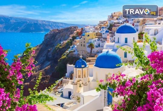 Посрещнете Великден на романтичния остров Санторини! 4 нощувки със закуски в хотел 3*, транспорт и водач от Данна Холидейз - Снимка 1