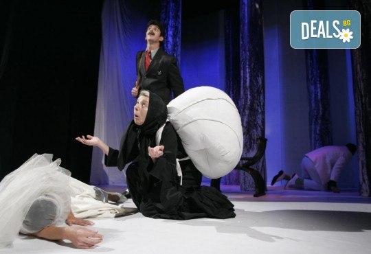 Гледайте комедията Балкански синдром от Станислав Стратиев на 16-ти февруари (неделя) в Малък градски театър Зад канала! - Снимка 11