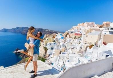 Романтична почивка през лятото на остров Санторини! 4 нощувки със закуски в хотел 3*, транспорт и водач от Данна Холидейз - Снимка