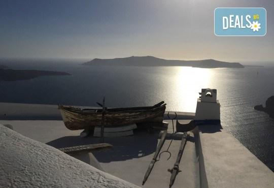 Романтична почивка през лятото на остров Санторини! 4 нощувки със закуски в хотел 3*, транспорт и водач от Данна Холидейз - Снимка 11