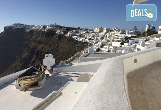 Романтична почивка през лятото на остров Санторини! 4 нощувки със закуски в хотел 3*, транспорт и водач от Данна Холидейз - Снимка 13