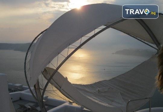 Романтична почивка през лятото на остров Санторини! 4 нощувки със закуски в хотел 3*, транспорт и водач от Данна Холидейз - Снимка 14