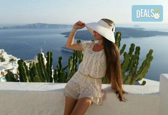 Романтична почивка през лятото на остров Санторини! 4 нощувки със закуски в хотел 3*, транспорт и водач от Данна Холидейз - Снимка 15