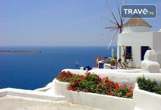 Романтична почивка през лятото на остров Санторини! 4 нощувки със закуски в хотел 3*, транспорт и водач от Данна Холидейз - Снимка 6