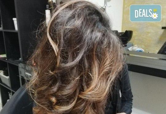 Масажно измиване, терапия за коса, подстригване по избор и прическа със сешоар в Студио за красота Vanity - Снимка 7