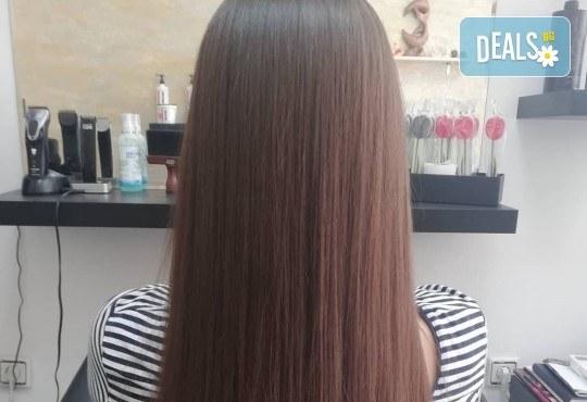 Масажно измиване, терапия за коса, подстригване по избор и прическа със сешоар в Студио за красота Vanity - Снимка 8