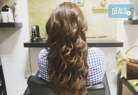 Масажно измиване, терапия за коса, подстригване по избор и прическа със сешоар в Студио за красота Vanity - Снимка 9