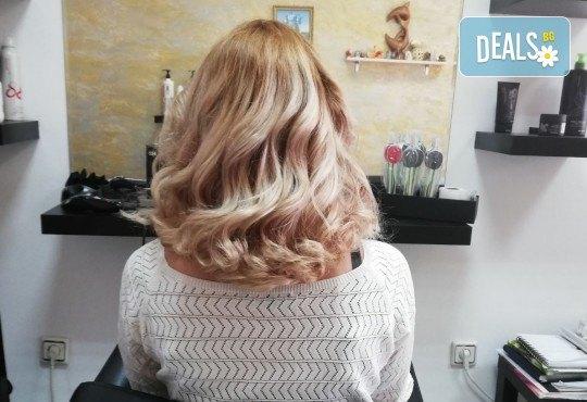 Масажно измиване, терапия за коса, подстригване по избор и прическа със сешоар в Студио за красота Vanity - Снимка 11