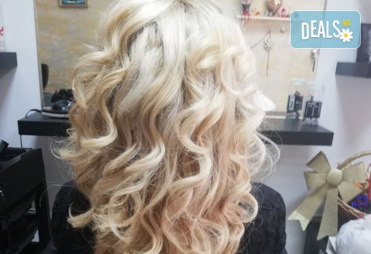 Масажно измиване, терапия за коса, подстригване по избор и прическа със сешоар в Студио за красота Vanity - Снимка 12