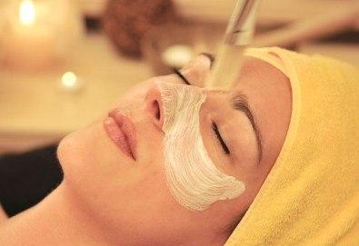 С обич за Нея! Цялостен масаж с жожоба, кристалотерапия, парафинова терапия на лице и ръце и комплимент - бяло вино или плодов чай от Senses Massage & Recreation - Снимка