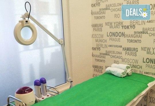 Подмладяващ масаж 3 в 1 на лице, деколте и шия + маска с колаген и водорасли и линфодренаж в студио за красота Нова - Снимка 11