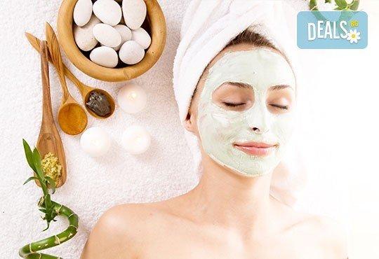 Подмладяващ масаж 3 в 1 на лице, деколте и шия + маска с колаген и водорасли и линфодренаж в студио за красота Нова - Снимка 1