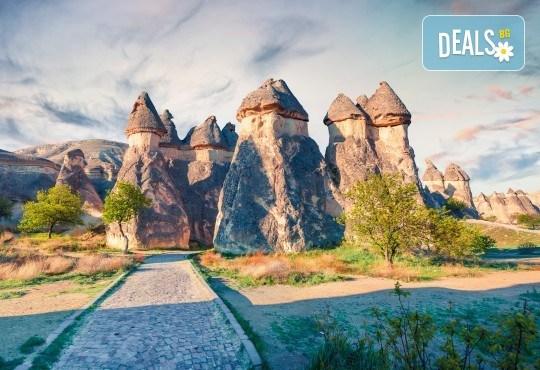 Ранни записвания само до 28.02.! 7 нощувки със закуски и вечери в хотели 4* в Кападокия, Истанбул и Анталия, самолетен билет и транспорт с автобус - Снимка 1