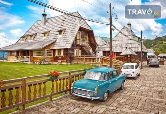 Екскурзия за Цветница до приказния свят на Кустурица! 1 нощувка със закуска във Вишеград, транспорт, посещение на Каменград и Дървенград - Снимка 1