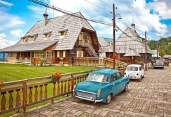Екскурзия за Цветница до приказния свят на Кустурица! 1 нощувки със закуска във Вишеград, транспорт, посещение на Каменград и Дървенград - Снимка