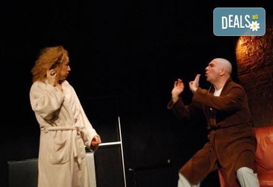 Гледайте Силвия Лулчева и Николай Луканов в Любовна песен на 29.02 от 19 ч. в Младежки театър, камерна сцена, 1 билет! - Снимка 4