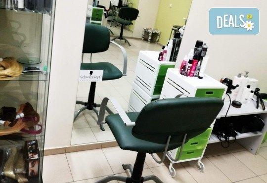 Боядисване на коса с професионална боя Matrix, подхранваща маска за дълготраен цвят, оформяне със сешоар и подстригване по желание в Женско Царство в Центъра - Снимка 7