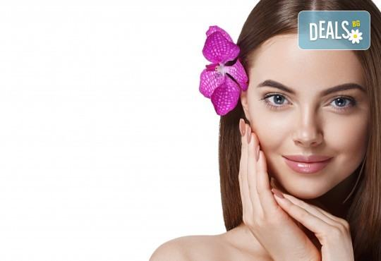 Почистване на лице с ултразвукова шпатула в салон за красота Женско царство в Центъра или в Студентски град - Снимка 2