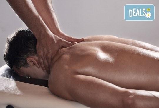 60-минутен силов масаж за активни спортисти на цяло тяло от професионален рехабилитатор в кабинет за рехабилитация и масажи Хеликсир - Снимка 1