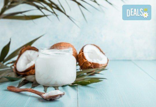 Подарете с любов! 120-магично кокосово изкушение за влюбени двойки с пилинг, масаж и Hot Stone терапия в център Green Health - Снимка 1