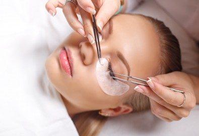 Удължаване и сгъстяване на мигли чрез метода косъм по косъм в студио за красота Бейбъл, Студентски град - Снимка