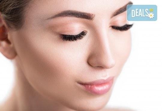 Удължаване и сгъстяване на мигли чрез метода косъм по косъм в студио за красота Бейбъл, Студентски град - Снимка 3