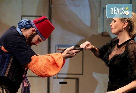 Гледайте Лилия Маравиля в главната роля в невероятната комедия Госпожа Министершата на 20.02. от 19 ч., Театър София, билет за един - Снимка 4