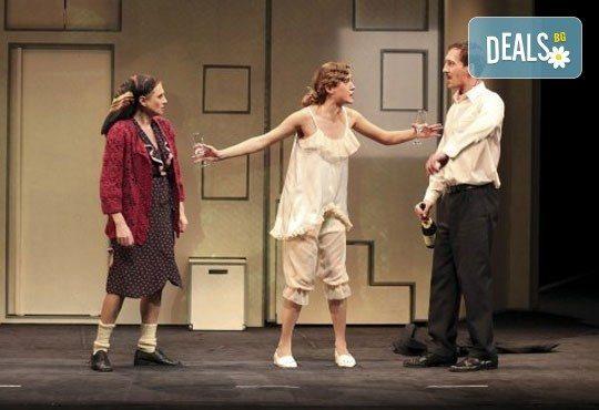 Гледайте Лилия Маравиля в главната роля в невероятната комедия Госпожа Министершата на 20.02. от 19 ч., Театър София, билет за един - Снимка 3