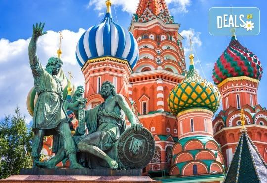Опознайте Москва и Санкт Петербург с Онекс Тур! Самолетна екскурзия със 7 нощувки и закуски, билет и трансфери, посещение на Петерхоф и Кремъл - Снимка 1