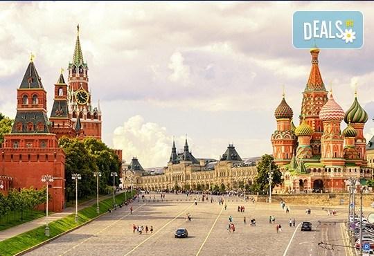 Опознайте Москва и Санкт Петербург с Онекс Тур! Самолетна екскурзия със 7 нощувки и закуски, билет и трансфери, посещение на Петерхоф и Кремъл - Снимка 3