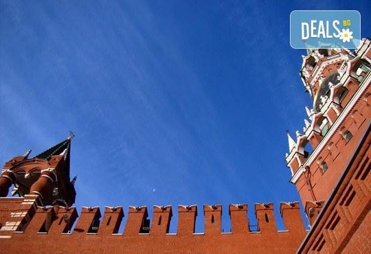 Опознайте Москва и Санкт Петербург с Онекс Тур! Самолетна екскурзия със 7 нощувки и закуски, билет и трансфери, посещение на Петерхоф и Кремъл - Снимка 6