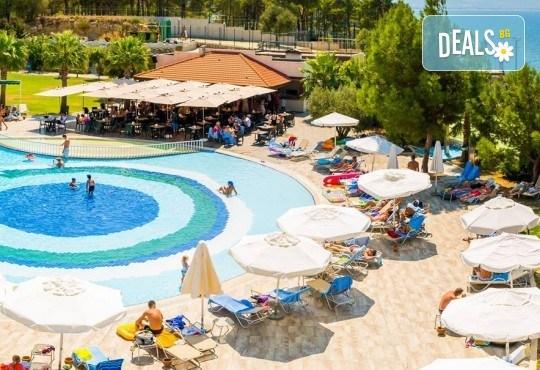 През април и май на почивка в Кушадасъ,Турция, с Глобус Холидейс! 4 или 5 нощувки Ultra All Inclusive в Otium Sealight Resort 5*, възможност за транспорт - Снимка 1