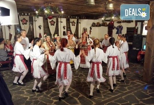 Танцувайте български хора и ръченици! 8 урока във Фолклорен клуб BODY FOLK в жк. Борово, Зала Пчела - Снимка 7