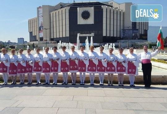 Танцувайте български хора и ръченици! 8 урока във Фолклорен клуб BODY FOLK в жк Надежда - Културен дом Надежда - Снимка 1