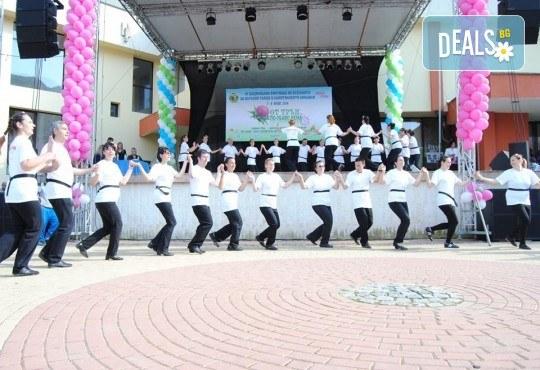 Танцувайте български хора и ръченици! 8 урока във Фолклорен клуб BODY FOLK в жк Надежда - Културен дом Надежда - Снимка 8