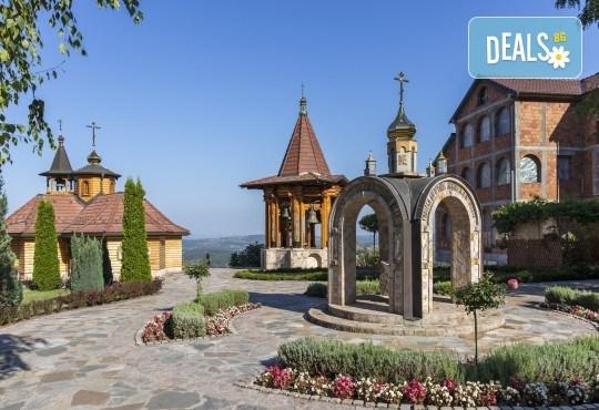 Екскурзия за 8-ми март до Крагуевац - красивата роза на Шумадия! 1 нощувка със закуска и празнична вечеря в хотел 4*, транспорт, екскурзовод и посещение на Топола - Снимка 3