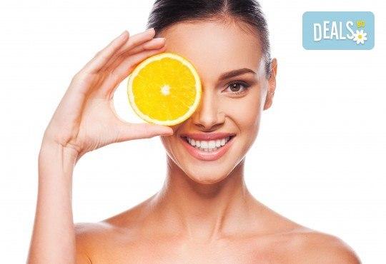 Кислородна мезотерапия, ексфолиация с ултразвук, нанасяне на серум с Vitamin С, хиалуронов серум и хидратираща маска с UV филтър в Skin Nova - Снимка 1
