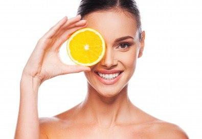 Кислородна мезотерапия, ексфолиация с ултразвук, нанасяне на серум с Vitamin С, хиалуронов серум и хидратираща маска с UV филтър в Skin Nova - Снимка