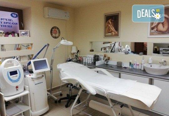 Кислородна мезотерапия, ексфолиация с ултразвук, нанасяне на серум с Vitamin С, хиалуронов серум и хидратираща маска с UV филтър в Skin Nova - Снимка 6