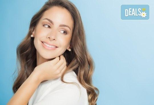 Пробиване на уши и подарък: медицински обеци по избор в салон за красота Beauty Angel! - Снимка 1
