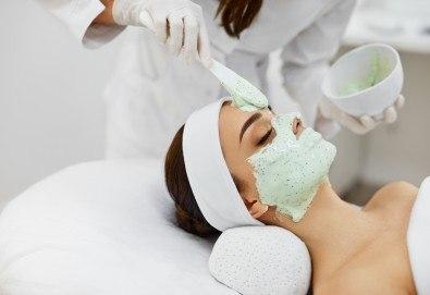 60-минутен релакс! Масаж микс от 6 вида масажни техники, пилинг на цяло тяло и алгинатна маска за лице в Skin Nova - Снимка