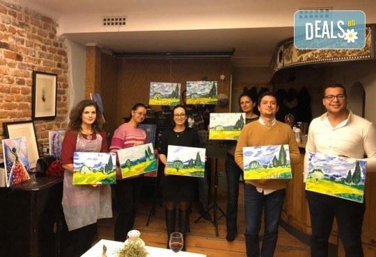 3 часа рисуване на Синева на 08.03. с напътствията на професионален художник, чаша вино и вода в Арт ателие Багри и вино - Снимка 8