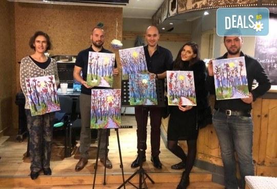 3 часа рисуване на Синева на 08.03. с напътствията на професионален художник, чаша вино и вода в Арт ателие Багри и вино - Снимка 9