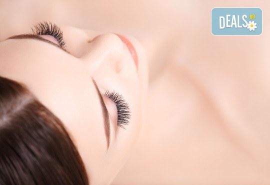 Красив поглед! Поставяне на 3D мигли по метода косъм по косъм, луксозен клас от Студио за миглопластика Princess Lashes - Снимка 1