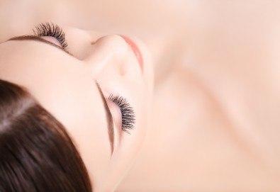 Красив поглед! Поставяне на 3D мигли по метода косъм по косъм, луксозен клас от Студио за миглопластика Princess Lashes - Снимка