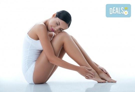 RF лифтинг и фотобиостимулация на лице и шия + лимфодренажен масаж на крака в център за жизненост и красота Девимар - Снимка 1