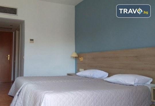Лятна мини почивка в Кавала! 4 нощувки със закуски и вечери в Hotel Oceanis 3*, транспорт и трансфер до плажовете Амолофи, Неа Ираклица и Каламица - Снимка 11