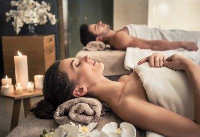 Лукс и романтика! Романтичен масаж за двама със златни частици и комплимент бяло вино в SPA център Senses Massage & Recreation - Снимка